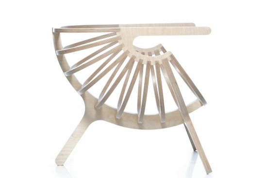 AVVOLTI IN UNA SHELL CHAIR